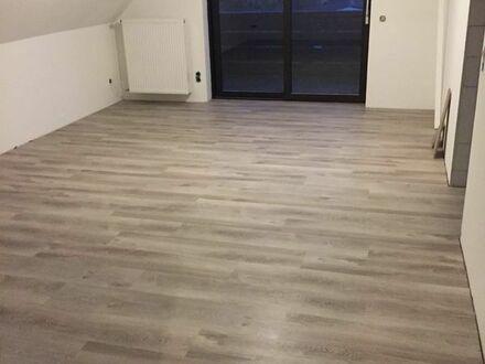 Dachgeschosswohnung - 3-ZKB/Abstellraum/ Balkon/ Stellplatz