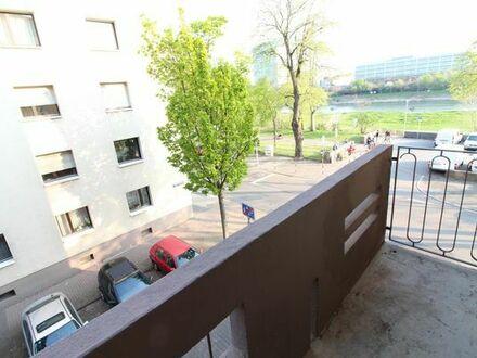 1 Zimmer Wohnung mit großer Küche und Balkon - Neckarblick!