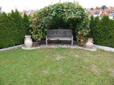 Liebhaberobjekt. Komplett renovierte Doppelhaushälfte mit einem schönen angelegten Garten