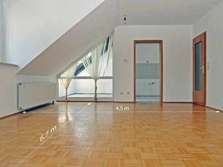 Renovierte Eigentumswohnung in Freudenberg mit sonniger Loggia in gepflegtem Dreifamilien-Haus.