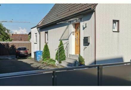 Einfamilienhaus mit Schuppen und Garten zum Verkauf