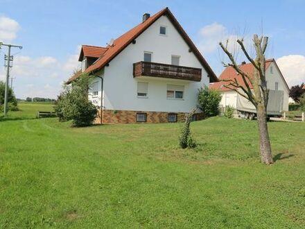 Haus mit 2 Wohnungen und großem Garten in Buttenwiesen.