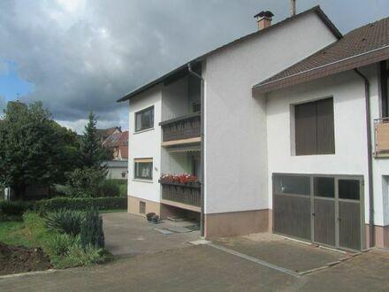 Dreifamilienhaus mit Garage, Geräteschuppen u. Garten