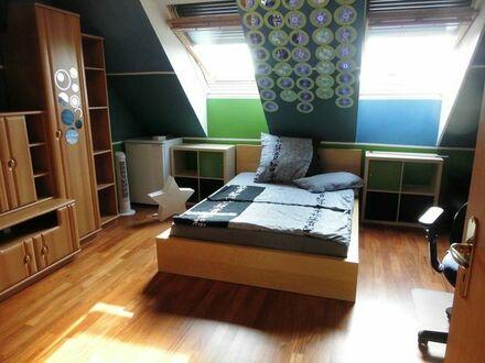 Bild_Vollmöbliertes Zimmer in ruhiger Wohnlage -nur an eine Frau!