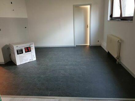 Helle möblierte 1-Zimmer Wohnung bei Baimler Benz
