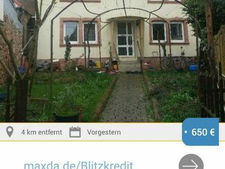Freistehendes Einfamilienhaus mit kleinem Garten in ruhiger Lage