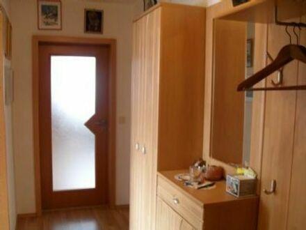 Helle 3-Zi.-EG-Wohnung in einer DHH (=3-Fam.Hs.) ruhige Lage im Ortsteil Unterasbach