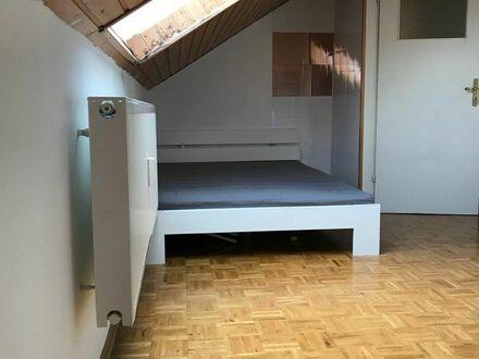 Zimmer in Dachgeschoss WG zu vermieten