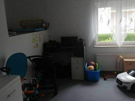 schöne helle 3-Zimmer-Wohnung mit Balkon und Vorgarten zu vermieten
