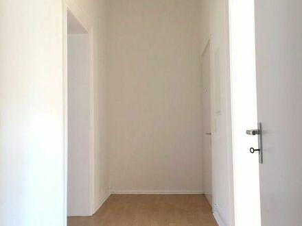 Lichtdurchflutete, attraktive 3,5 Zimmer Wohnung in schönem Altbau mit Balkon