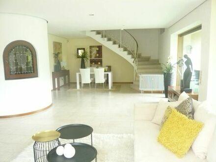 SCHÖNAU: Schönes 1 FH mit ELW, Indoorpool, Garage und wunderschönem Blick