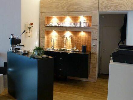 Büro-Teeküche mit freistehendem Tresen