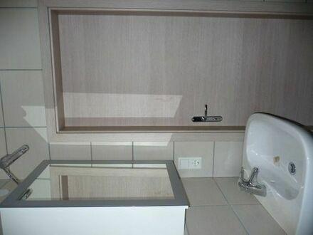 3 Zimmerwohnung mit Balkon WG geeignet