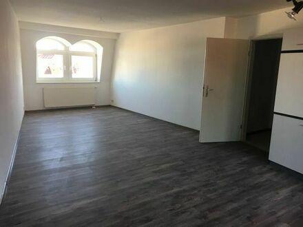 Helle Dachgeschosswohnung sucht neuen Mieter