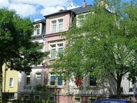 Sonnige 2-Raum-Wohnung, Wannenbad mit Fenster