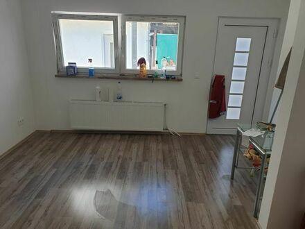 1,5 Zimmer-Wohnung , ca.35 qm.,neu saniert, zentrale Lage