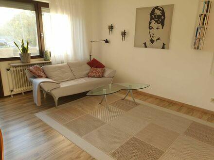 Gemütlich, sonnig, zentral: 2-Zimmer-Apartment mit Balkon und Garage