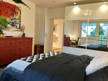 Moderne helle und gemütliche Business-Wohnung
