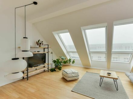 Luxury Penthouse Loft with 4 Rooms in Friedrichshain - Co-Working Included 90 m2