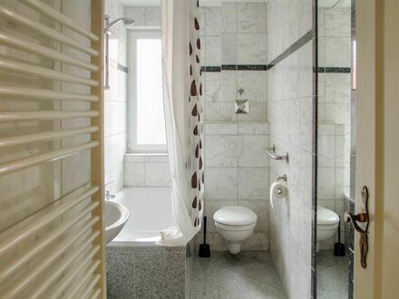 Luxuriöses, helles, vollmöbliertes Apartment mit Klimaanlage, Echtholzparkett uvm. in zentraler Lage, nahe Kreuzberg &…