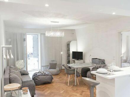 Wohn- und Schlafzimmer separiert - Bad mit Regendusche und Sitzbank - Südbalkon