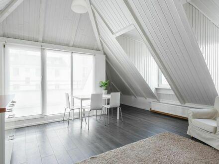 Charmante, helle 3-Zimmerwohnung, möbliert, mit Fahrstuhl und großem Balkon