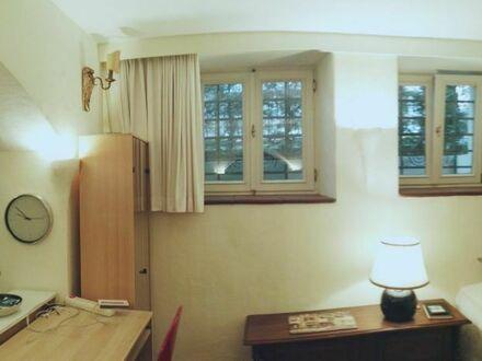Großer Wohn- und Schlafraum in Villa (1879) im Zentrum Bonn-Bad Godesberg