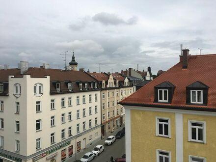 Blick über die Dächer Münchens - neu renovierte großzüge City Wohnung
