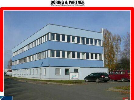 sehr gut ausgestattete helle Büroräume mit Klimatisierung und Stellplätzen