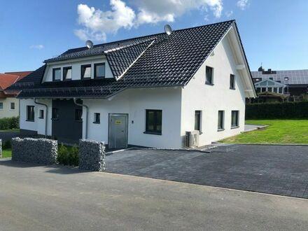 Neubau-Doppelhaushälfte in schöner Lage von Zierenberg - Erstbezug!