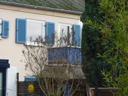 Sofort einziehen...und dann gründlich sanieren und erweitern - Kleines Reihenmittelhaus in Frankfurt-West
