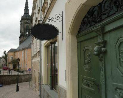 Historische Laden- und Büroräume am Altmarkt in Kirchberg günstig zu vermieten!