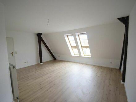Dachgeschosswohnung mit neuem Fussboden zu vermieten