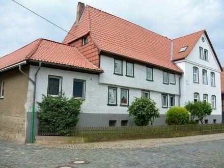 Sanierter 4-Seitenhof, vermietet, Garagen, Hof & großer Garten. Perfekt als Kapitalanlage geeignet.