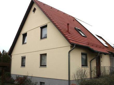 Bezugsfreie Doppelhaushälfte in Leipzig-West mit Einbauküche, Keller, Garten und Carport in Top-Lage