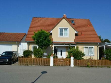 !!! RESERVIERT !!! Freistehendes Einfamilienhaus mit bemerkenswert schönem Garten in Unterbachern