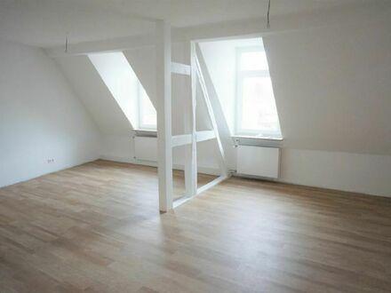 ARNOLD-IMMOBILIEN: TOP!! Mit dem Aufzug in die eigene, neu renovierte Wohnung