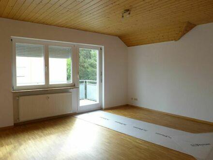 V E R K A U F T | Sell Immo | Gefällige DG-Wohnung mit 2 Balkonen und Einzelgarage