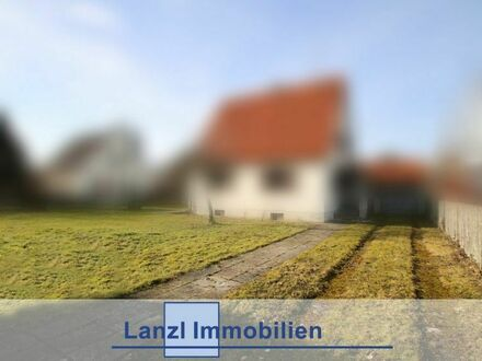 Sonniges Baugrundstück für Haus oder DH mit Altbestand