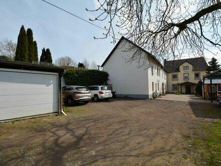 Ruhig gelegener Ferienhof mit 5 Wohnungen, Carport und Garage auf einem großen Grundstück in der Eifel