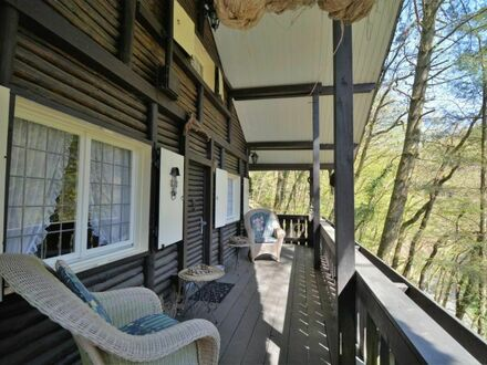 Liebhaber-Objekt: Herrliches, authentisches Holzblockhaus mit Balkon und Terrasse in der Eifel