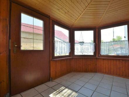Renovierungsbedürftiges Wohnhaus mit Garten und 2 Garagen in der Eifel