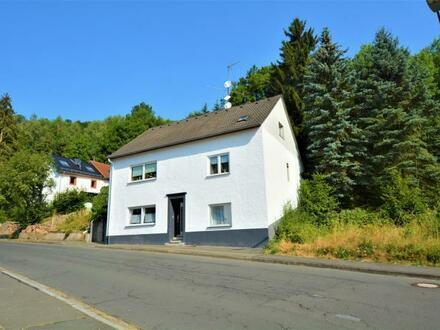 Anlageobjekt; Freistehendes Haus mit 3 Wohneinheiten, Garage und Garten in der Eifel