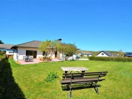 Freistehendes renoviertes Wohnhaus mit Garage, Terrasse und Garten in der Eifel
