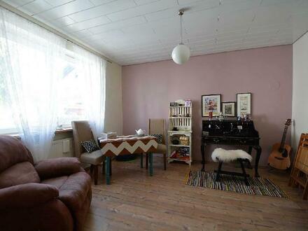 Herrliches, geräumiges, saniertes Wohnhaus mit 2 Garagen, Garten und PV-Anlage in der Eifel