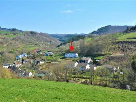Herrlich gelegener, hochmoderner Neubau mit einmaliger Aussicht in der Eifel