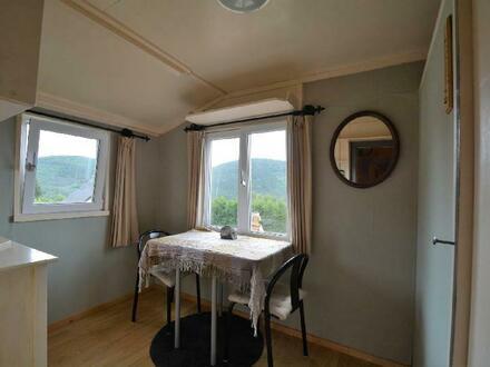Schön gelegenes, großes Grundstück mit Aussicht, kleinem Chalet und Carport in der Eifel