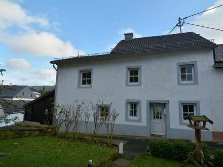Ruhig gelegenes Haus mit kleinem Garten am Fuß der Bertrada Burg in der Eifel