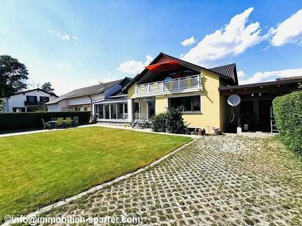 Großzügige, helle 4,5-Zimmer-Wohnung mit Wintergarten, Terrasse und Garten