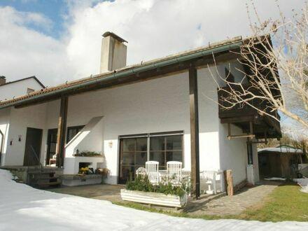 WOHNWELT IMMOBILIEN: Grosszügiges Einfamilienhaus mit Einliegerwohnung und Solaranlage